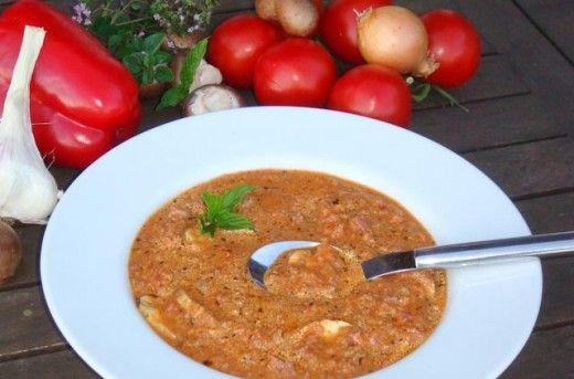 Pizzasuppe - ein Rezept der Kategorie Partysuppe Thermomix. Wer die Suppe nachkochen will und mehr Partyrezepte und Fingerfood für den Thermomix sucht der springt einfach mal rüber. Enjoy! http://www.meinesvenja.de/2013/01/11/pizzasuppe-fur-den-thermomix/