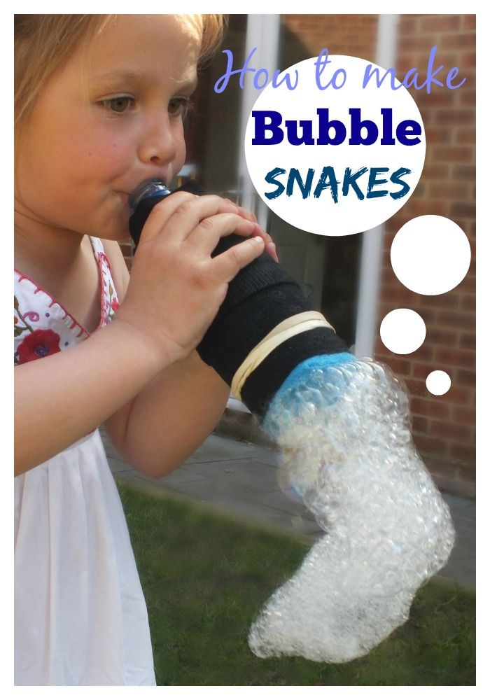 How to make bubble snakes - These are so simple and so much fun ! #bubbles #activities #children