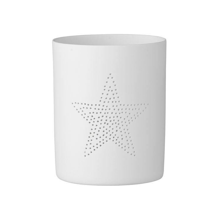 Mały Lampion na tealight z gwiazdką, wykonany z ceramiki w kolorze białym marki Bloomingville. Ten piękny świecznik sprawdzi się jako ozdoba parapetu, półki czy stołu. Po zapaleniu świecąca gwiazdka nada klimatu. Idealny na prezent.  Wysokość 7,8 cm Średnica 6 cm