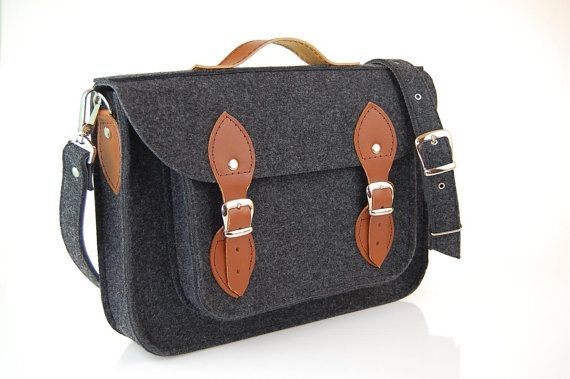 Macbook Pro 17 inch, Felt Laptop 17 inch bag with pocket, satchel, CUSTOM SIZE, case with leather straps and belt shoulder