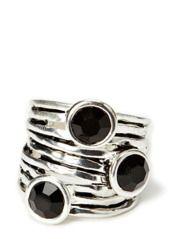 Deze ring van Bud to Rose ziet eruit en voelt als drie afzonderlijke ringen en is afgewerkt met faux-zilver. * Nagebootste onyx-stenen