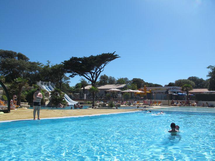 Yelloh! Village Parc de la Côte Sauvage - Profitez des joies de la baignade au Parc de la Côte Sauvage ! Toboggans, lagon, piscine couverte et chauffée, et pataugeoire n'attendent que vous ! Plus d'infos : http://www.yellohvillage.fr/camping/parc_de_la_cote_sauvage/espace_baignade
