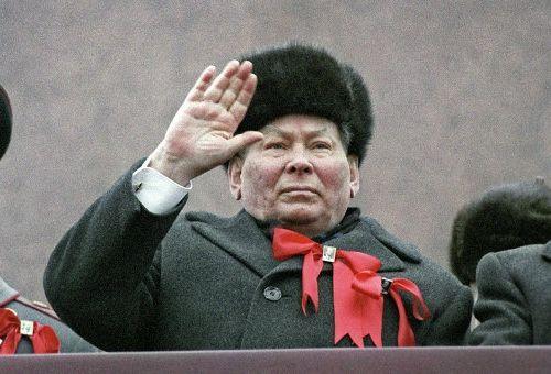Самый последний мамонт105 лет назад родился К. У. Черненко http://www.newc.info/articles/21491/  В своё время это был весьма актуальный анекдот.Поздний вечер. Кремль. Телефонный звонок.– Алло, это Кремль?– Да, это Кремль. Говорите.– Послушайте, вам генсеки нужны?– Мужчина, вы что, дурак?– Да, именно то, что вам нужно: дурак, притом старый и больной.Константин Устинович Черненко, чья смерть, ...