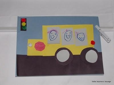Vouw een bus met 16 vierkantjes, knip door midden en knip nog 1 vierkantje weg. Versieren met wielen en een stoplicht