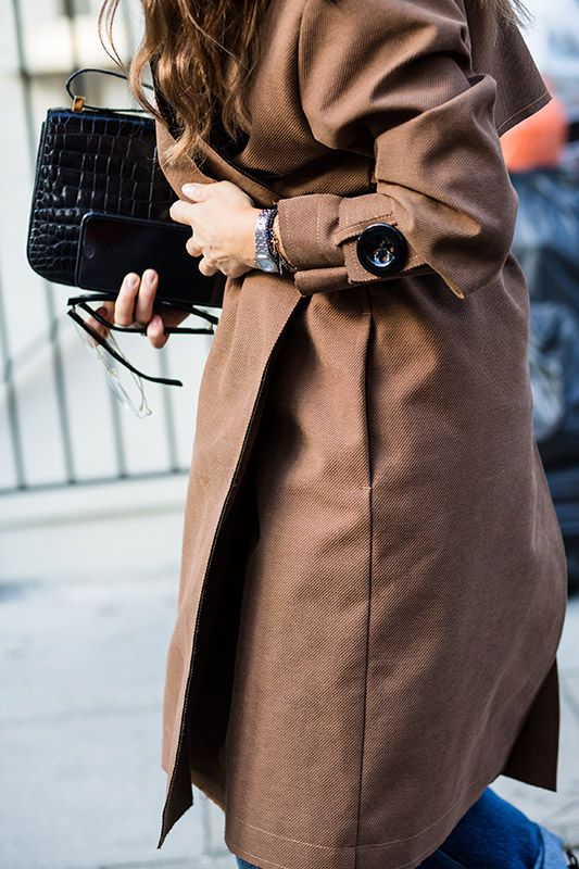 SS16 streetstyle details black mini bag  brown trench coat
