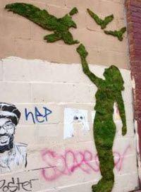 Moosfitis: Graffitis aus Moos begrünen Wände mit deiner Botschaft