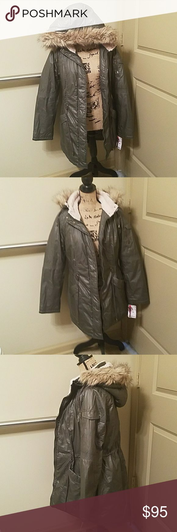 NWT women's  olive green winter coat  SZ M NWT  women's olive  green  winter coat  SZ M  with multiple  pockets   very warm  and comfy  brand  wildflower Wildflower Jackets & Coats Puffers