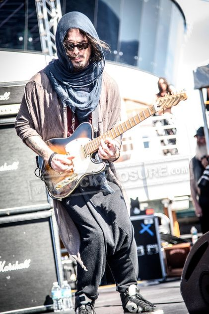 WINERY DOGS RICHIE KOTZEN AT MONSTERS OF ROCK 2015