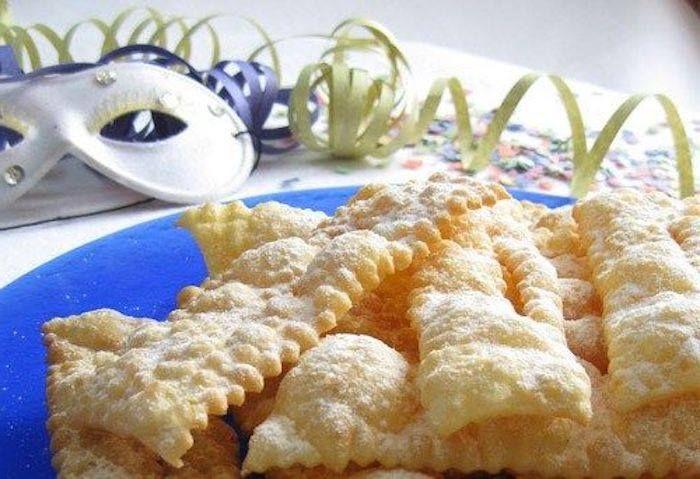 BUGIE è un dolce di #Carnevale tradizionale Ligure di antica origine. Trattasi di sfoglie rettangolari fritte e zuccherate, tipiche di Carnevale preparate con farina, burro, zucchero, uova intere, scorza grattugiata di limone, vino bianco o marsala. #CucinaItaliana#ProdottiTipici#PiattiItaliani#PiattiTipiciRegionali #CiboItaliano #CucinaMediterranea #ItalianFood#FoodLovers #FoodLove #FoodPassion #Gourmet #Foodie #FoodBlogger#CarnevaliLuigi https://www.facebook.com/IlBuongustaioCurioso