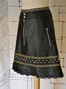 Falda de cuero diseño original,con tachuelas