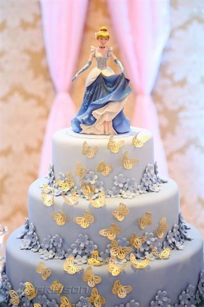 Com temática de Cinderela, Sarah Santana comemora três anos - Frisson  O belíssimo bolo foi da cake designer Rafaella Siqueira da Chica Formiga Bolos e doces.