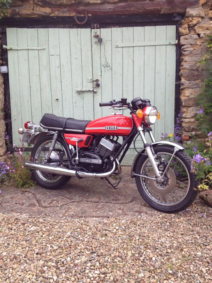 Vintage 1975 Yamaha RD250
