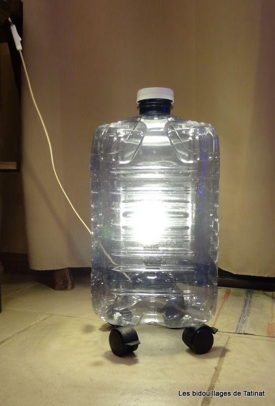 Recyclage bidon bouteille plastique lampe dans un bidon - Bidon de petrole ...