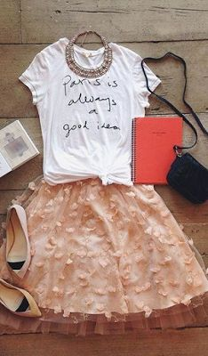 This is so cute. Like the kind of outfit I'd wear on my birthday and pretty much no other occasion, but cute.