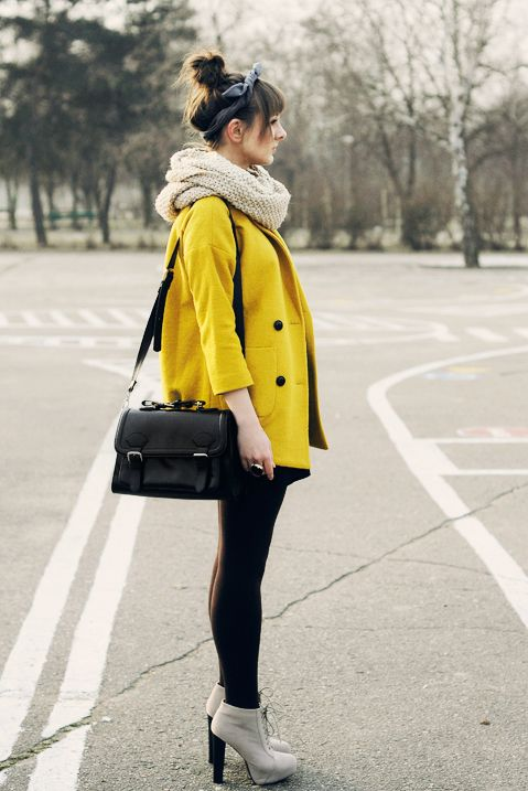 bright coat + big scarf. how to be a winter stand-outFashion, Clothing, Winter Style, Street Style, Outfit, Jackets, Scarves, Yellow Coats, Mustard Yellow