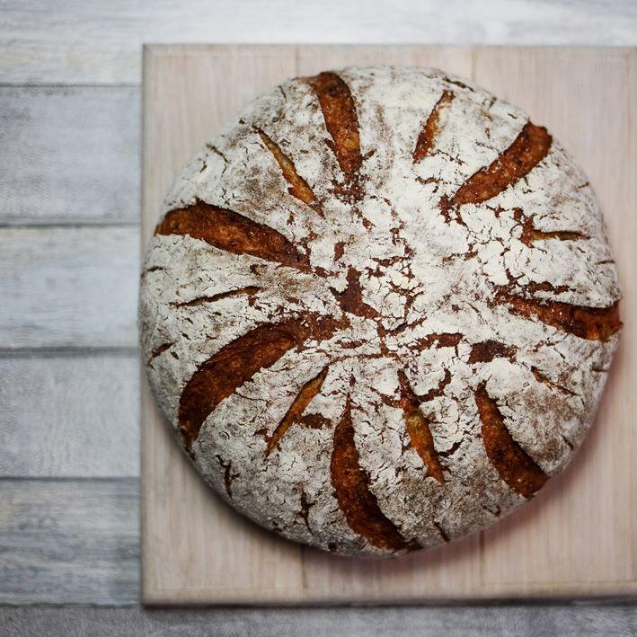 Chleb serowy pszennny bez wyrabiania, na drożdżach. Przepis na chleb serowy.