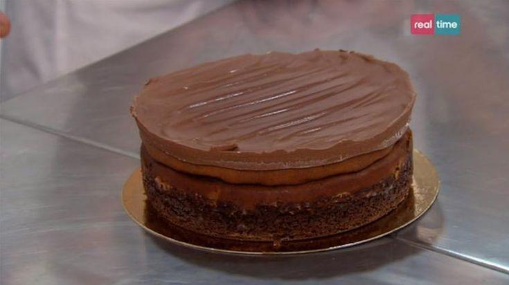 """La ricetta della cheesecake al burro d'arachidi e copertura al cioccolato, proposta dal pasticcere francese Eric nel programma di Real Time """"I dolci di Eric""""."""