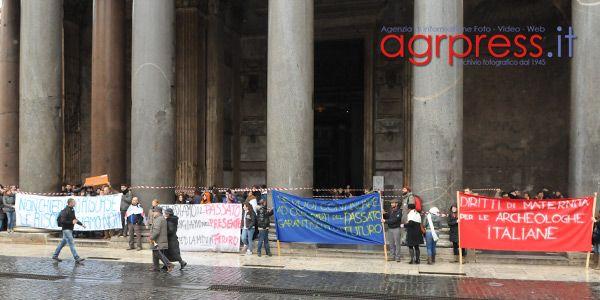 Gli archeologi in piazza e le promesse non mantenute di Ornaghi