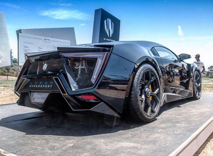 Lykan HyperSport (1 de 7)  Producido por W Motors primera compañía automotriz de origen Arabe tiene un precio de $3.4 millones de dólares. Es el primer coche con diamantes en las calaveras (este tiene en específico tiene 420 diamantes incrustados) aunque también se puede pedir con rubíes zafiros o esmeraldas dependiendo del gusto del cliente. El interior está cocido con hilo de oro y tiene un display 4D (holograma). El motor es RUF de 6 cilindros con doble turbo produciendo 770 caballos de…