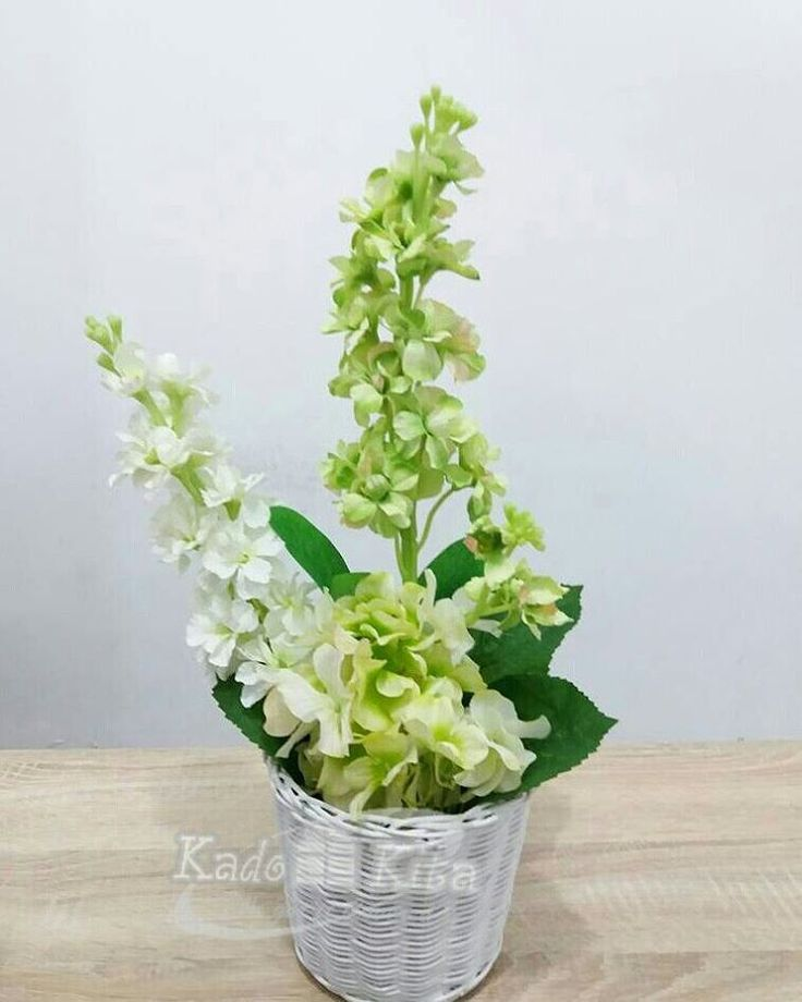 Nikmati weekend sahabat kreatif dengan mengunjungi Kadokita dan dapatkan koleksi rangkaian bunga yang variatif hanya di Kadokita we got it covered... #kadokita_ #weddinggift #weddingdress #rotantangkai. #asesoriskado #kadoultah #hantaran  #handbouquet http://gelinshop.com/ipost/1524551869622767589/?code=BUoS9kWhc_l