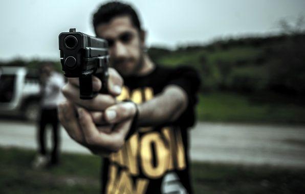 Обои на рабочий стол. Обои оружие, пистолет, ситуация скачать.