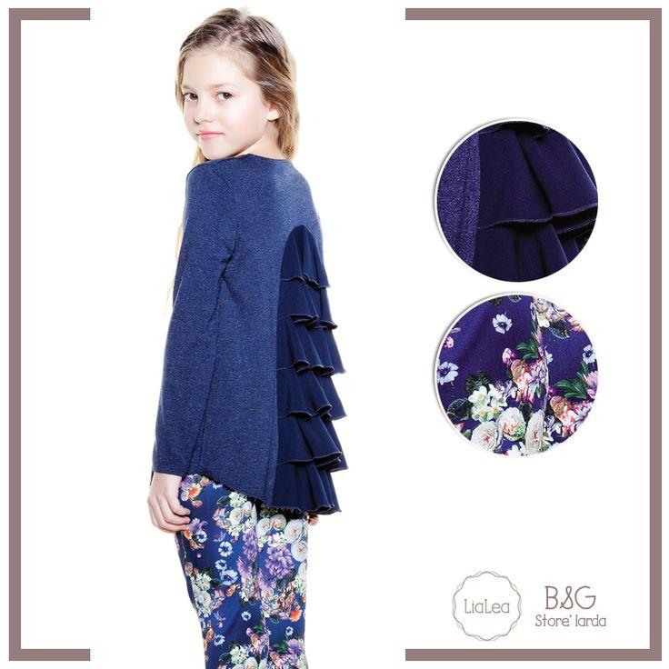 Bazen fırfırlı kıyafetler fazla iddialı olabilir ama LiaLea yaparsa en cool'unu yapar! Bu tişört-bluz karmasını scuba taytımız ya da evdeki denim pantolonlarınız ile kombinleyebilirsiniz!  #lialea #bgstore #kış #sonbahar #dress #outfit #fashion #kidsfashion #teenfashion #kidstyle #shopping