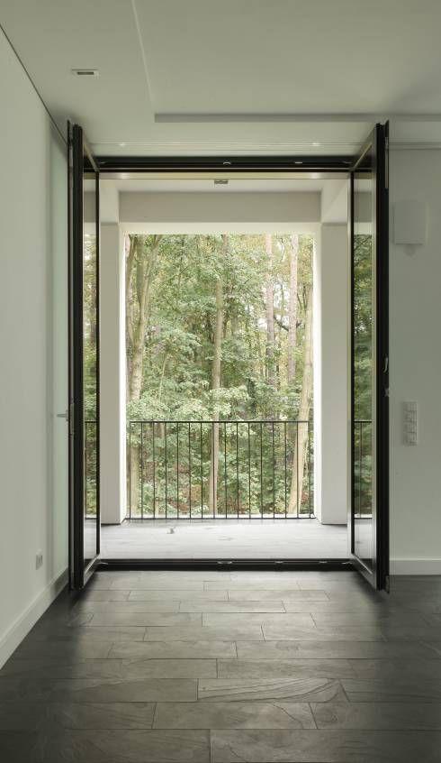 Glastür für den Balkon von SHSP Architekten Generalplanungsgesellschaft mbH #glastür #balkontür #homify