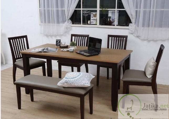Kursi Meja Makan Minimalis Jati ini dibuat dari bahan kayu jati TPk dengan kualitas tinggi yang sudah disortir sebelumnya dengan finishing warna salak brown