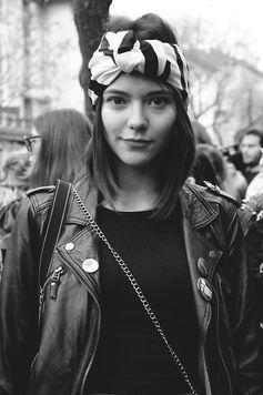 Adoramos o look motoqueira: jaquetas de couro / bandana  / prints / fotografia branca & preta / bad girl :)
