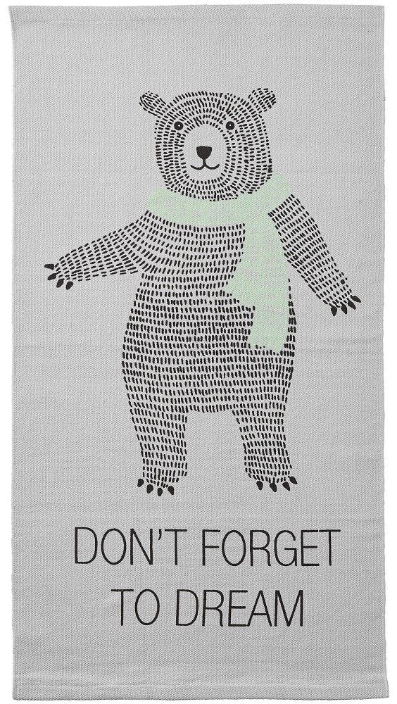 <p>Een prachtig Bloomingville mini vloerkleed voor de baby of kinderkamer met een grote bear en de tekst don't forget to dream. <br />Gemaakt van een stevige oxford canvas met een katoenen bies. Het vloerkleed kan gewassen worden op een fijnwas programma.</p>