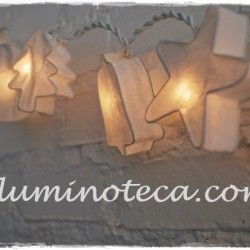 Guirnalda de luces de navidad en papel morera, ideales para iluminar y decorar habitaciones, salones, salas o  dormitorios, estos motivos navideños  se fabrican, pintan y decoran a mano de forma artesanal y son preciosos tanto encendidos como apagados.http://iluminoteca.com/producto/guirnalda-de-luces-navidad