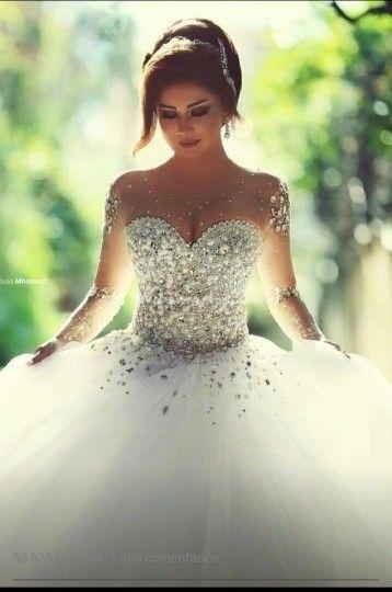 Qual é seu estilo? Despojada, elegante, aventureira, chamativa, tímida; não importa qual seja ela a Santrix Noivas tem o vestido perfeito com você. O vestido de noiva deve acentuar a beleza da noiva e expor suas características. São mais de 100