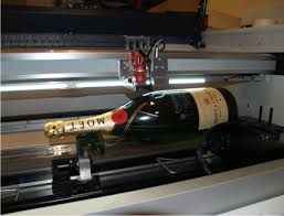 The refined hardware utilized these days by the individuals is equipped for imprinting in various questions other than glass. Be it a metal or wood, this has turned into an extremely basic issue.