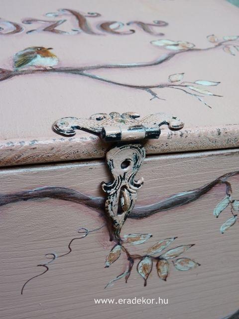Antikolt festett pasztell tároló láda a provence-i stílus jegyében. Fotó azonosító: PROVPASMAD9
