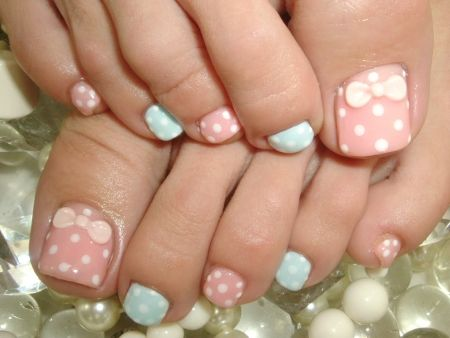 Pink and blue toenails with bows