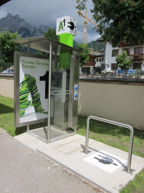 """By using the existing infrastructure, Telekom Austria Group converted telephone booths into charging stations for recharging e-vehicles, e-scooters and e-bikes.  Anyone """"tanking up"""" the electricity could pay for it like a parking ticket –  via mobile phone. Vienna's first electric charging station was launched in May 2010 and within the course of the year 30 telephone booths will be turned into charging stations for e-vehicles."""