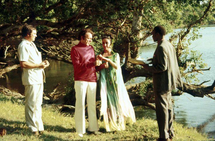 Son second mariage avec Richard Burton en 1975 http://www.vogue.fr/mode/inspirations/diaporama/les-robes-de-mariee-d-elizabeth-taylor/15351/image/846984#!sa-seconde-robe-de-mariee-avec-richard-burton