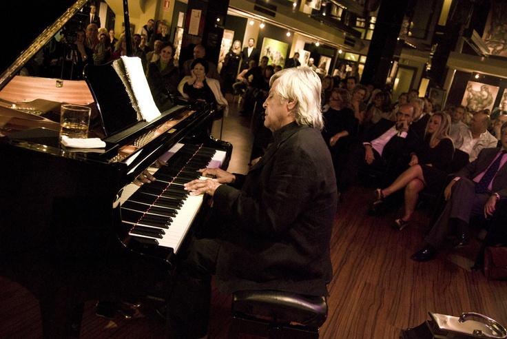 Hoy despedimos al gran músico y artista Juan Carlos Calderón, amigo íntimo, maestro... Descanse en paz. Pinchando en la imagen podeis ver su ULTIMO CONCIERTO.