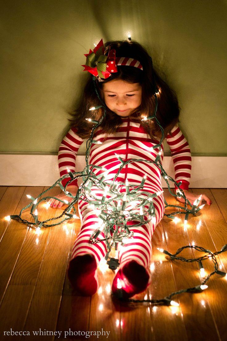 Maak de creatiefste foto's voor je kerstfotokaart van jouw kinderen met kerstverlichting