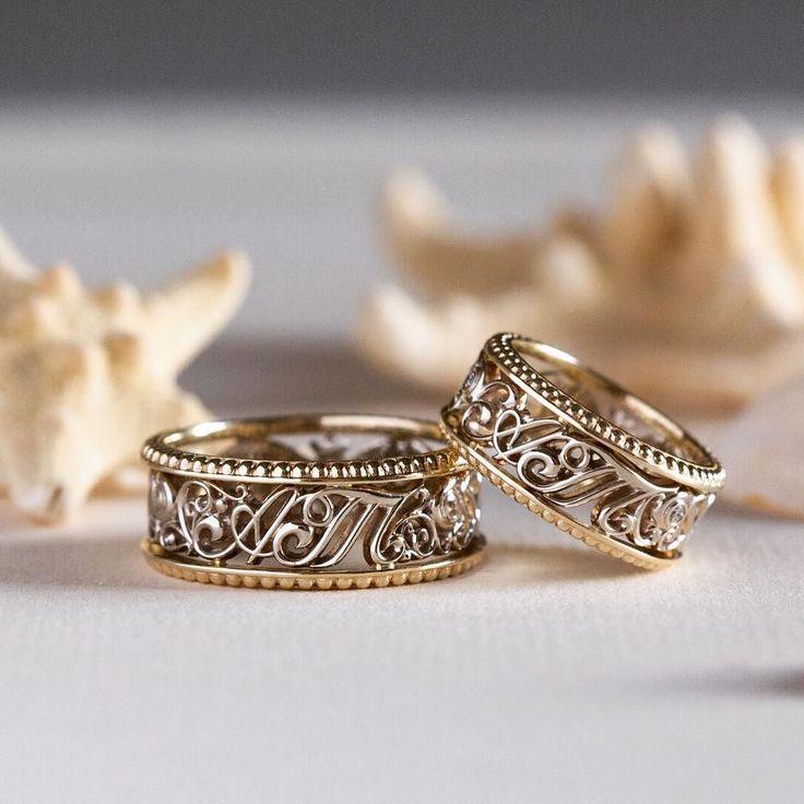 Обручальные кольца с инициалами молодожёнов