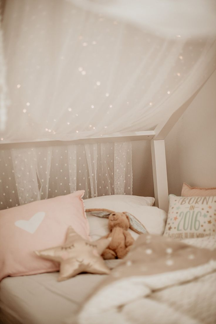 Bett mit Sternenhimmel