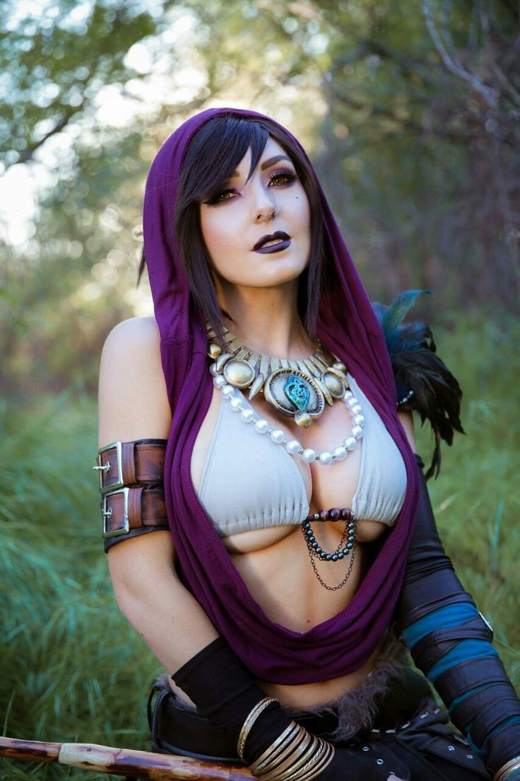 Cosplayer: Jessica Nigri. Country: United States. Cosplay: Morrigan from Dragon Age. Photo by: FakeNerdBoy. Edition by: Darshelle Stevens. https://m.facebook.com/OfficialJessicaNigri/
