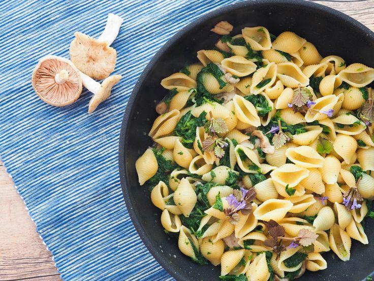 Těstoviny sjarními houbami, kopřivy a parmezán | Oh My Chef