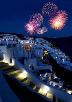 Merry Christmas & a Happy New Year in Oia village, Santorini island, Greece - selected by oiamansion.com