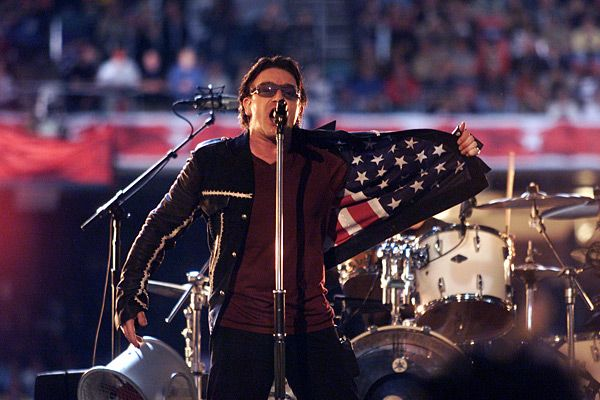 U2 - Super Bowl XXXVI (2002). Theme: Tribute to 9/11 victims