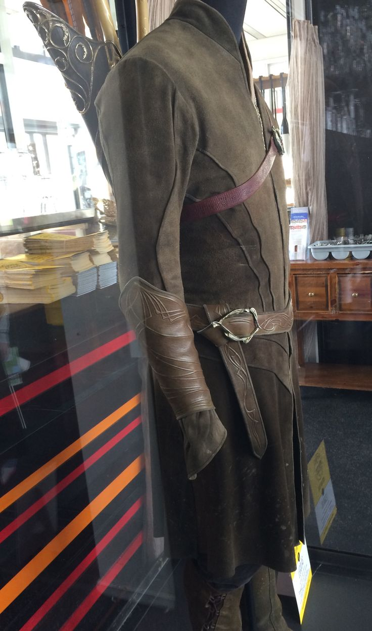OHMYGOODNESS LEGOLAS'S COSTUME!!! SOO PERFECT THO