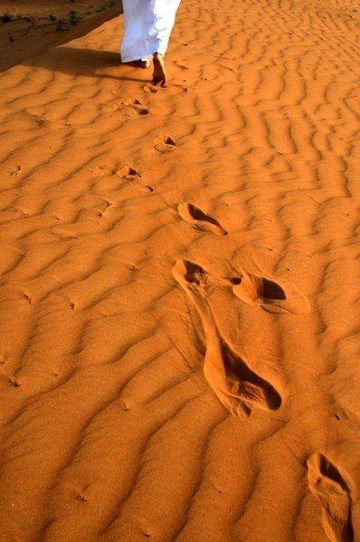 """""""Footsteps"""" in the Morocco desert #morocco #sahara #desert Maroc Désert Expérience tours http://www.marocdesertexperience.com"""