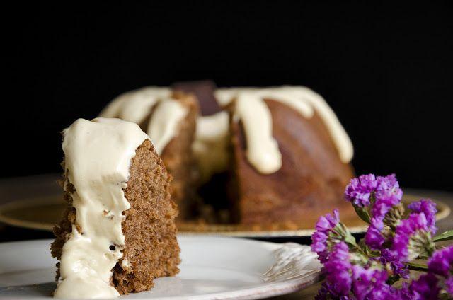Uma massa com um perfume e um sabor de comer e chorar por mais! Com o creme de doce de leite é a cereja no topo do bolo