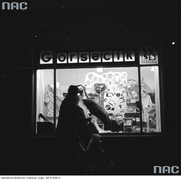 """Sklep """" Gorsecik"""" Warszawskiej Spółdzielni Spożywców """"Społem"""" w Warszawie, 1967 - 1972"""