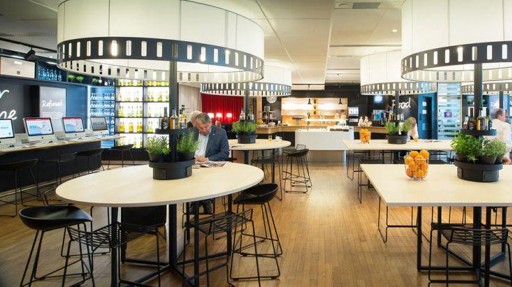 BILLIGERE ENN RESTAURANT: Kjøper du deg adgang til loungen, kan du spise og drikke så mye du vil - i tillegg til å slappe av i fred og ro, og ha tilgang på aviser, WiFi og annet. Bildet er fra SAS' business-lounge på Oslo Lufthavn. Foto: SAS